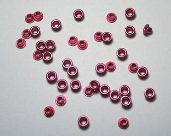 Set of 40 pink metal eyelets