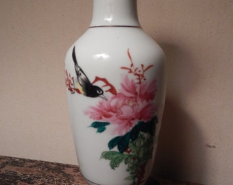 Pretty Little Asian Hand Painted Vase!