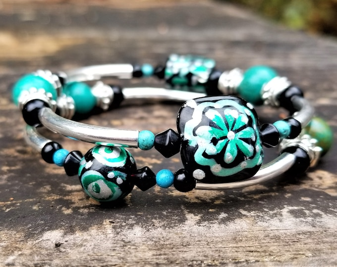 Ace's Gift Shop Masterpieces: Green Hand-Painted Lampwork Glass Bead Memory Wire Bracelet