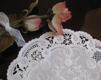 "8"" Inch White French Paper Lace Dainty Doilies Fancy  Round 25 Pcs Made in USA"