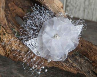 White flower hair slide wedding, Bridal Hair clip, Bridal flower headpiece, White fascinator, Hair slide organza flower and birdcage veil