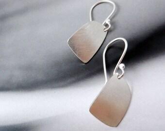 Peri // Simple Sterling Silver Earrings