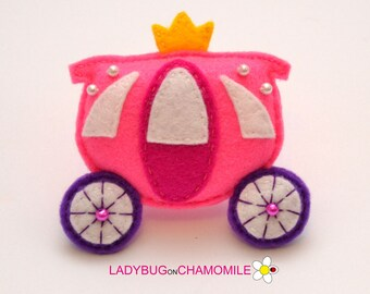 Felt CARRIAGE, stuffed felt Carriage magnet or ornament, Carriage toy, Nursery decor, Carriage magnet,home decor,kids toy,Princess carriage