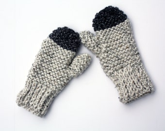 Chunky knit mittens in light grey and charcoal - cozy and perfect for cold winter weather