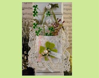 Shamrock clover pocket PDF pattern -  St. Patrick's day Tutorial wool primitive Irish banner victorian decor