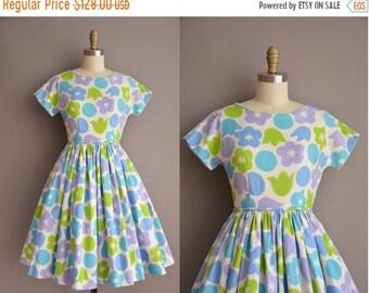 25% OFF SHOP SALE..//.. 50s waffle cotton floral print full skirt vintage dress. vintage 1950s dress