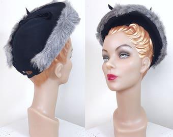 Vintag 1940s Hat / Halo / Black felt / Gray fur trim / bow