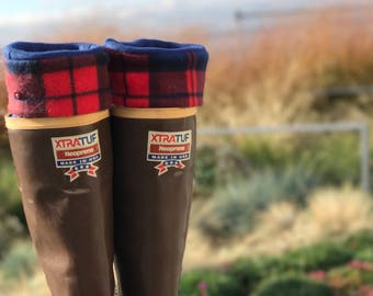 SLUGS Fleece Rain Boot Liners Navy with a Buffalo Plaid Cuff in Navy & Red, Fall Winter Fashion Accessory, Boot Socks, Med/Lg (9-11)