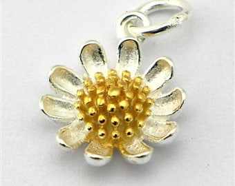 sterling silver daisy charm pendant with gold centre , solid silver daisy flower charm , sterling silver daisy pendant