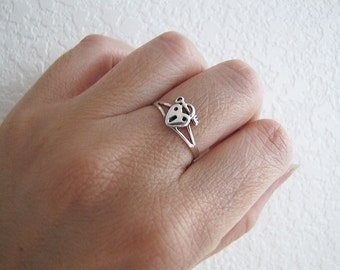 Min Key and Heart Lock Sterling Silver Ring, size 8, Minmalist