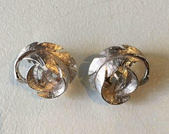 Vintage Avon Silvertone Leaf Twist Clip On Earrings