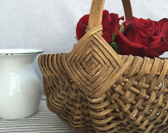 Vintage Woven Basket with Handle and Diamond Design , Item No. 1541