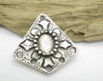 Boho, Ethnic Silver Pewter Flower Pendant, Gypsy Pendant, 32x31mm (1)