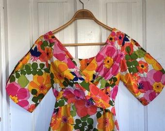 Fun Vintage Hawaiian Kimono Style Floral Dress