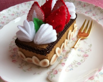Strawberry Amaretto Almond Felt Cake