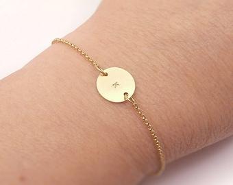 Gold Monogramm personalisierte erste Kreis Armband - für sie, Mutter Geschenk, Geburtstag, Hochzeit Brautjungferngeschenk, zierliche zarte Schmuck