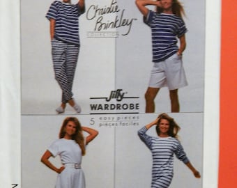 Simplicity 9112 Easy to sew dress, top, pants, shorts and skirt pattern part of the Christie Brinkley Collection Uncut Size small (10-12)