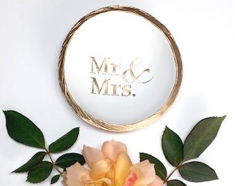 Mr. & Mrs. Jewelry Dish / Personalized Jewelry Dish / Personalized Ring Dish / Engagement Ring Dish / Wedding Ring Dish / Personalized Gift