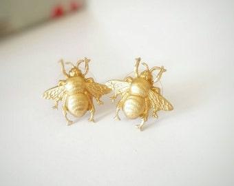 Bee stud earrings, gold bee earrings, gold stud earrings, raw brass earrings, bee earrings, bumble bee earrings, cute earrings, gift for her