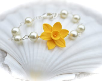 Yellow Daffodil  Bracelet , Daffodil and Pearls  Bracelet, Daffodil Bracelet, Spring necklace, Yellow Flower Bracelet