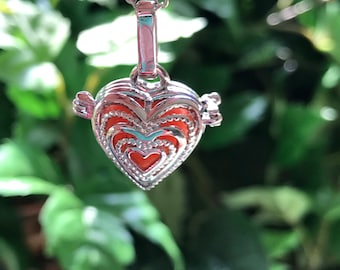 Beautiful silver Heart Shaped Locket Aromatherapy Essential Oil Diffuser Necklace Present Lava Stone