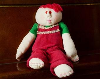 Grande poupée en peluche Soft Sculpture. Décor à la maison un garçon avec cheveux roux & dans l'ensemble à la main à la main, poupée de coton Jersey blanc peint Made in Israël Poupée