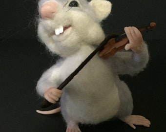 Felted mouse with violin