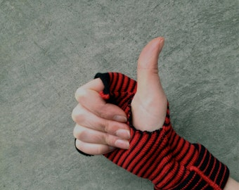 Striped Arm Warmers Black and Red Fingerless Gloves Merino Mittens Stripes Wrist Warmers Mitaines Armstulpen