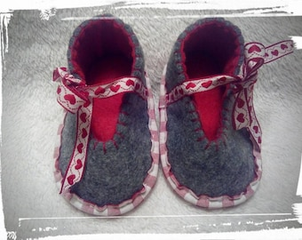 """Hand-stitched slippers """"Costume"""" for babies and toddlers"""