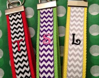 Chevron monogrammé amusant bracelet porte-clés noms initiales enseignants cadeaux porte-clé