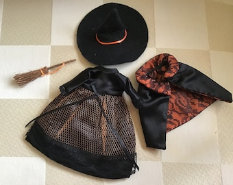 A bewitching outfit for Muffie or Ginny