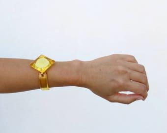 Vintage Translucent Yellow Plastic Bangle, Clear Resin Bracelet with brass clasp, rigid diamond bangle, 70s, costume jewelry, BR006