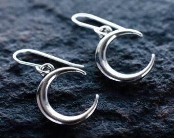 Crescent moon earrings | Silver moon dangling earrings | Sterling silver earrings | Moon jewellery | Celestial earrings | Lunar earrings