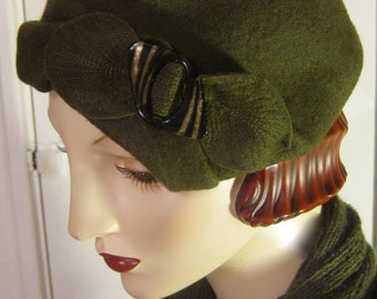 ON SALE/ 1930's Sculpted Percher Hat with Vintage Buckle/Olive