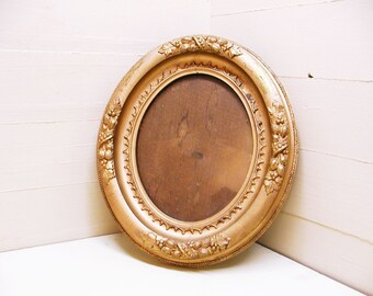 Vintage Gesso Frame Oval with Glass