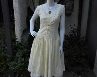 Vintage 1960's Pale Yellow Eyelet Dress - Size 8