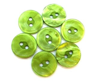 10 Vintage buttons BEAUTIFUL green plastic 15mm