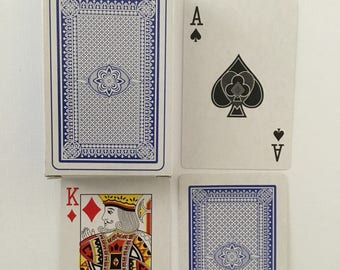 No. 555. Plastic coated playing cards, pattern backs.