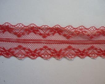Very light (39) fine red lace Ribbon
