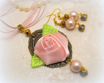 Vintage style handmade necklace and earrings set/vintage rose pendant/fabric flower pendant/pink rose pendant/cameo rose pendant jewelry set