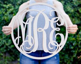 Wood Circle Vine Monogram - Custom Monogram Gift, Personalized Wooden Monogram, Monogram Wedding Gift, 5 Year Anniversary, Vine Monogram