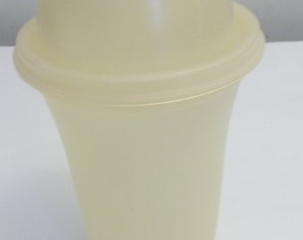 Tupperware All In One Shaker Opaque Yellow Dressings Marinades Batter 1970's 8448