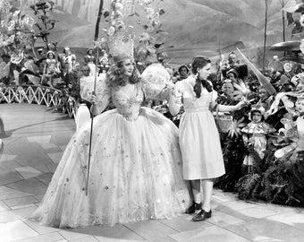 1939 Wizard Of Oz > Glinda The Good Witch & Dorothy 8.5X11 Print > Prop/Replica > Munchkin Land