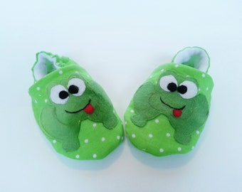 Infant Shoes, Frog booties, Green Cotton Baby Booties, Lined Children's Shoes, Baby Shower Gift, Soft Sole Shoe,  Bootie Crib Shoe