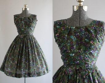 Vintage 1950s Dress / 50s Cotton Dress / Jerry Gilden Green Floral Dress w/ Ruching S