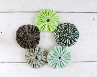 Quilting yo-yos, fabric yo-yos, floral fabric, sewing yo-yos, green fabric yo yos,  ready to ship, handmade, cotton fabric, sewing notions