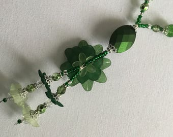 Green flower pendant necklace and earring set