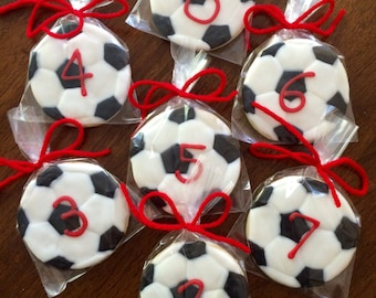Soccer Ball Cookies - perfect party cookies!