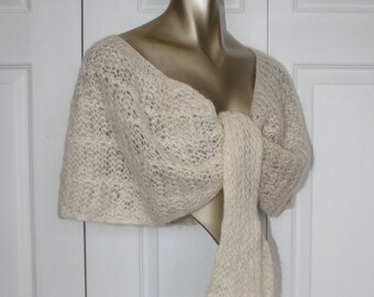 1950s Wool Mohair Shawl . Lovely Vintage 50s 60s Ivory Stole Wrap Made in Italy . Size Small Medium