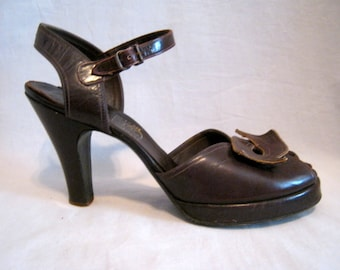 Vintage 40's 50s Brown Leather Peep Toe PLATFORM HEELS  Ankle Straps 7.5 4A Narrow
